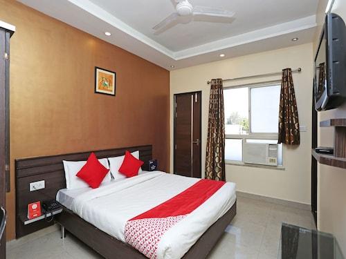 OYO 10588 Hotel Golden Square, Gwalior