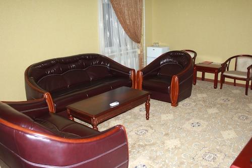 Khujand Deluxe Hotel, Ghafurov