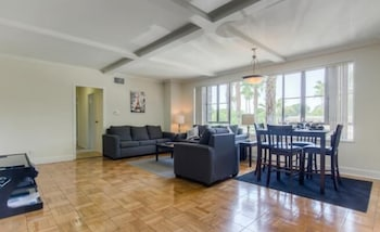 Park La Brea Apts. #1H 2 Bedrooms 2 Bathrooms Home