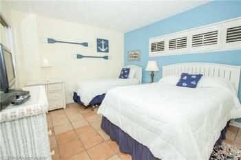 Holiday Surf & Racquet 212 2 Bedrooms 2 Bathrooms Condo