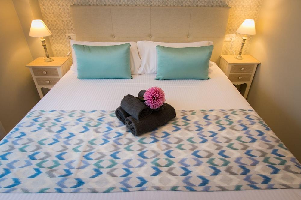 https://i.travelapi.com/hotels/25000000/24400000/24390500/24390481/8d677e95_z.jpg