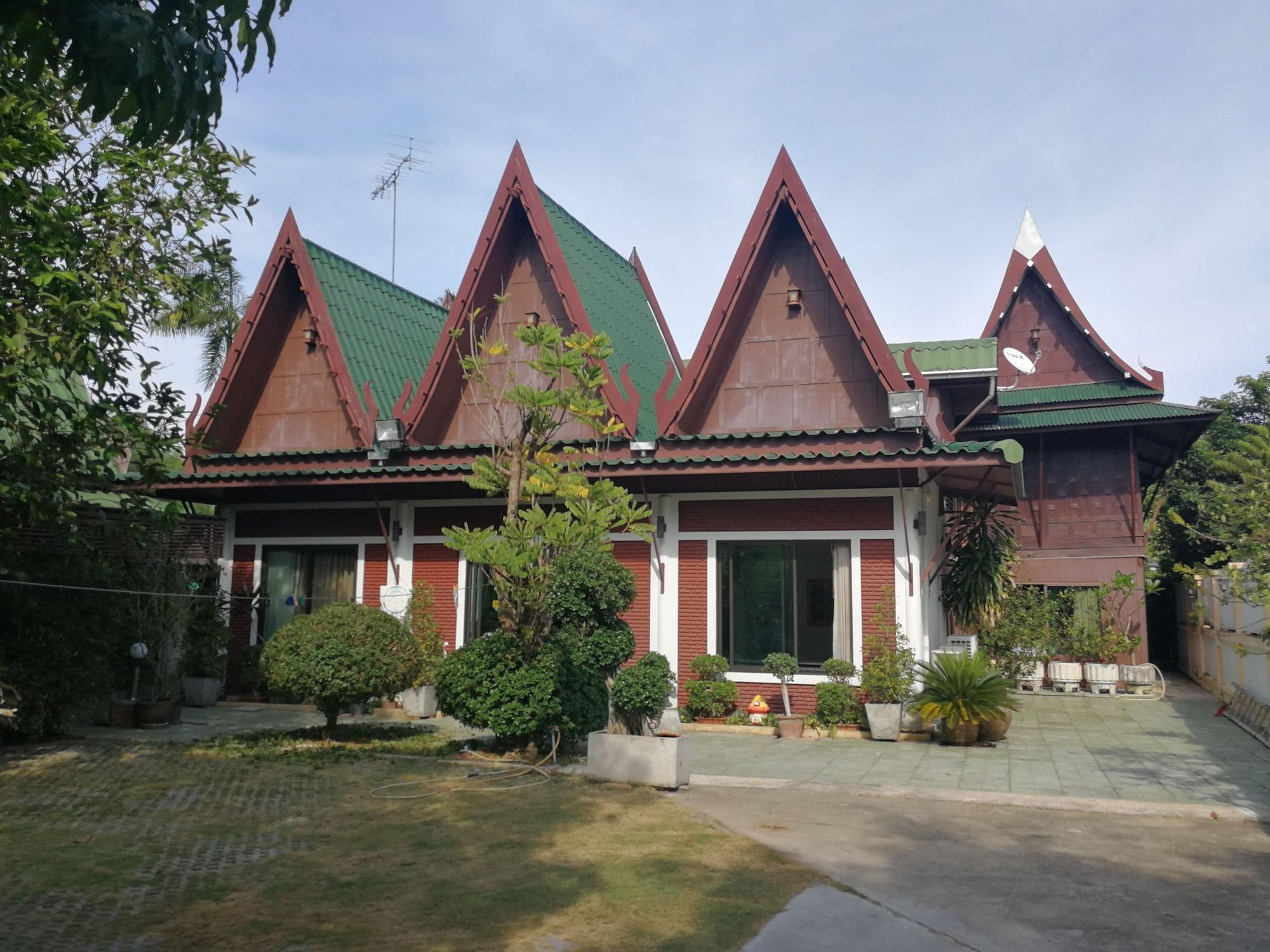 Kumkhumsriwangchai Amphawa, Amphawa