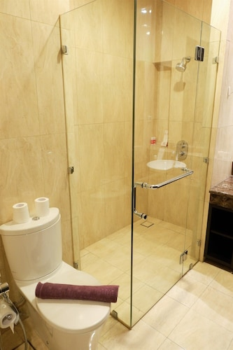 Luxurious 2 Bedroom Senayan Residence By Travelio, Jakarta Selatan