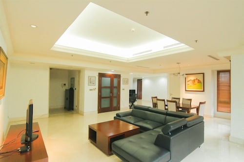 Luxurious 2 Bedroom SCBD Suites Apartment By Travelio, Jakarta Selatan