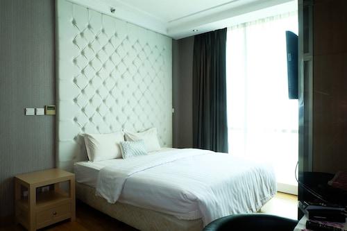 Luxury 3 Bedroom The Peak Apartment By Travelio, Jakarta Selatan