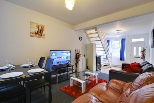 Two Bedroom Serviced Apartment, Luton