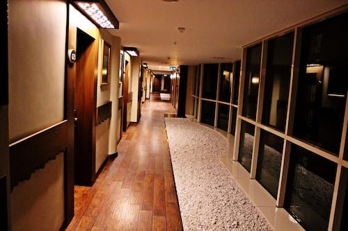 SAW Apartments, Tuzla