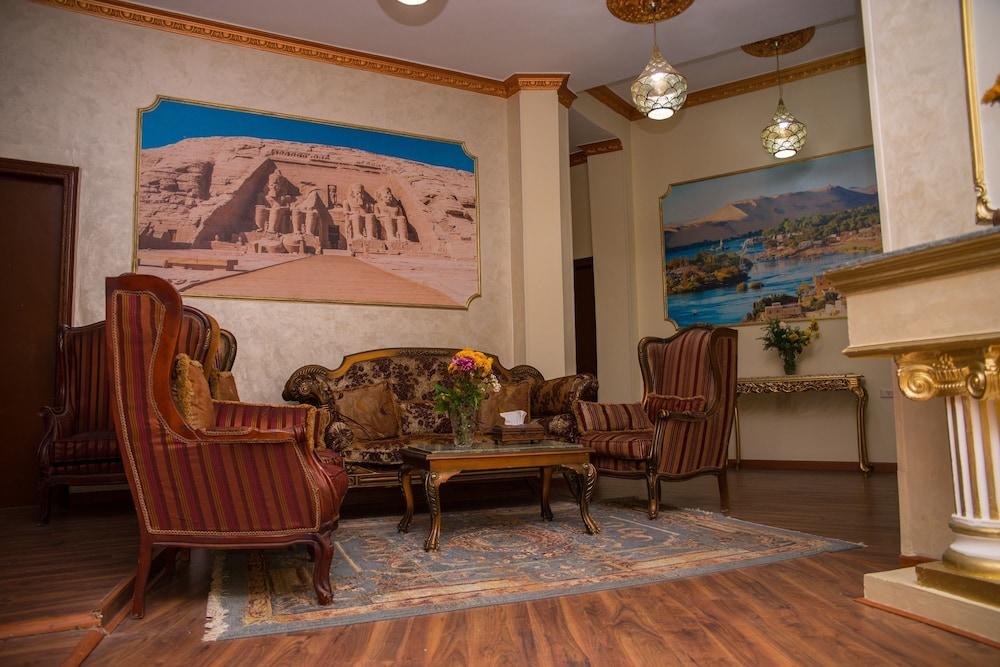 ニュー グランド ロイヤル ホテル