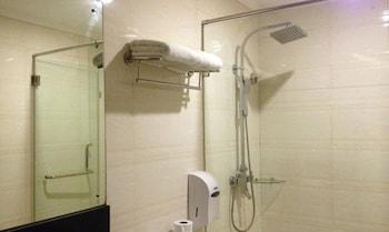 CROWN LEGACY HOTEL Bathroom Shower
