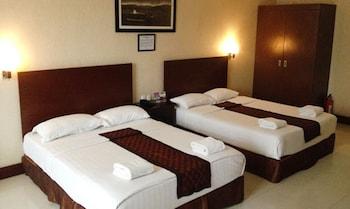 CROWN LEGACY HOTEL Room