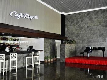 CROWN LEGACY HOTEL Restaurant