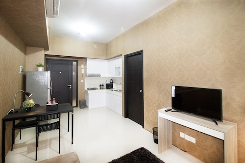 1 Bedroom Ambassade Residence By Travelio, Jakarta Selatan
