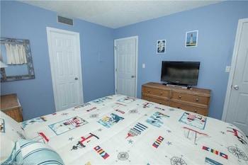 Holiday Surf & Racquet 206 1 Bedroom 1 Bathroom Condo
