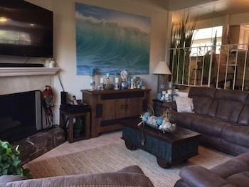 North Shore Townhouse #21630 3 Bedrooms 2.5 Bathrooms Townhouse