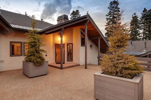 Abode at Ontario Lodge, Summit