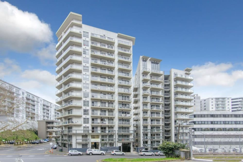 Modern 2 Bedroom Apartment in the Center