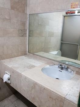 BENGUET PRIME HOTEL Bathroom Sink