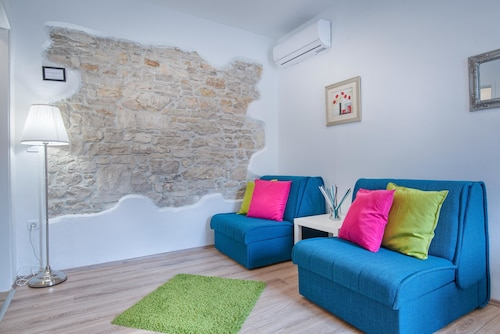 TOP CENTER ROOMS & STUDIO, Pula