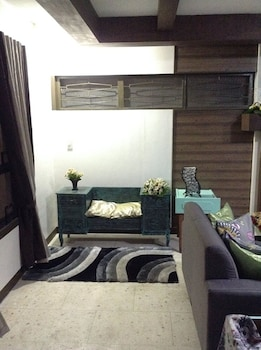 CASA BUENO BAGUIO TRANSIENT HOME Living Room