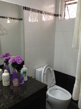 CASA BUENO BAGUIO TRANSIENT HOME Bathroom
