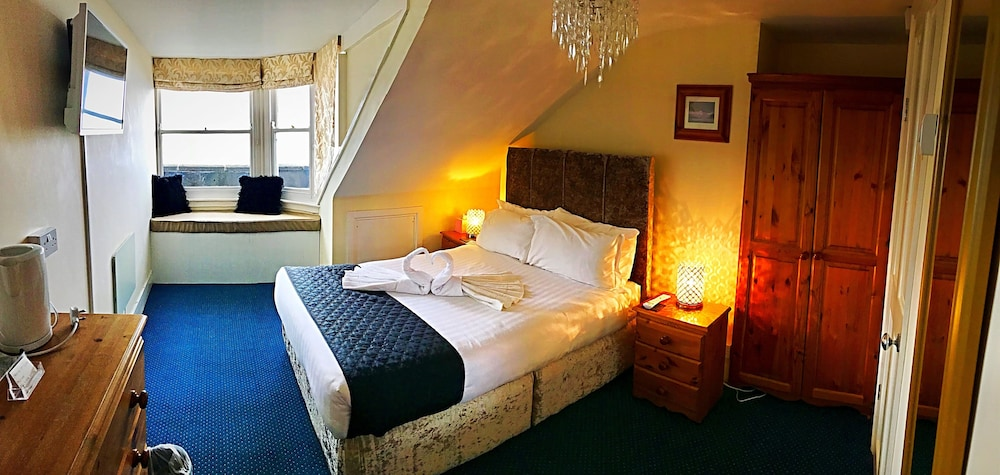 Marina Court Hotel, Dorset