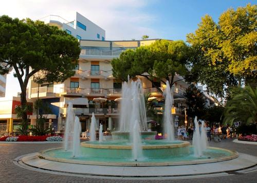 __{offers.Best_flights}__ Hotel Monaco