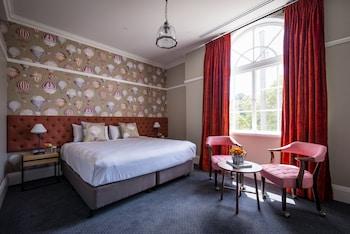 Guestroom at North Sydney Hotel in North Sydney