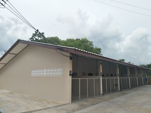 Triple S House, Laem Ngop