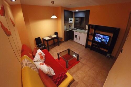 . Apartamentos Turisticos Graus