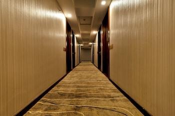 RAMADA ENCORE MAKATI Hallway