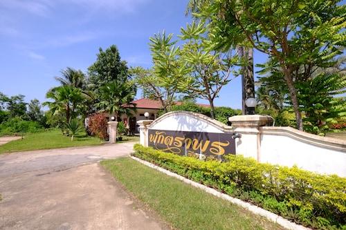 Paktraporn Resort, That Phanom
