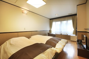 Standard Twin Room, 2 Twin Beds, Non Smoking, Shared Bathroom