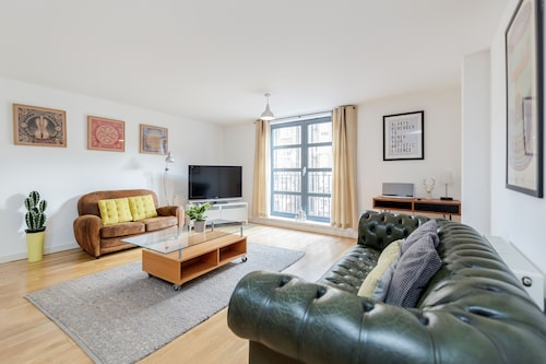 """The Bateman's"" Shoreditch 2 Bed Flat by BaseToGo, London"