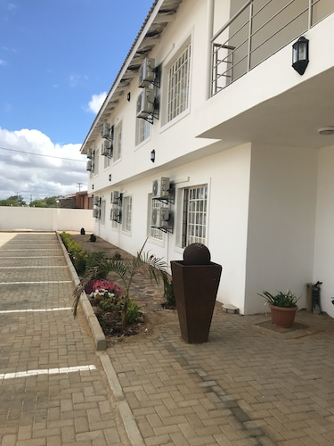Hotel 23, Serowe
