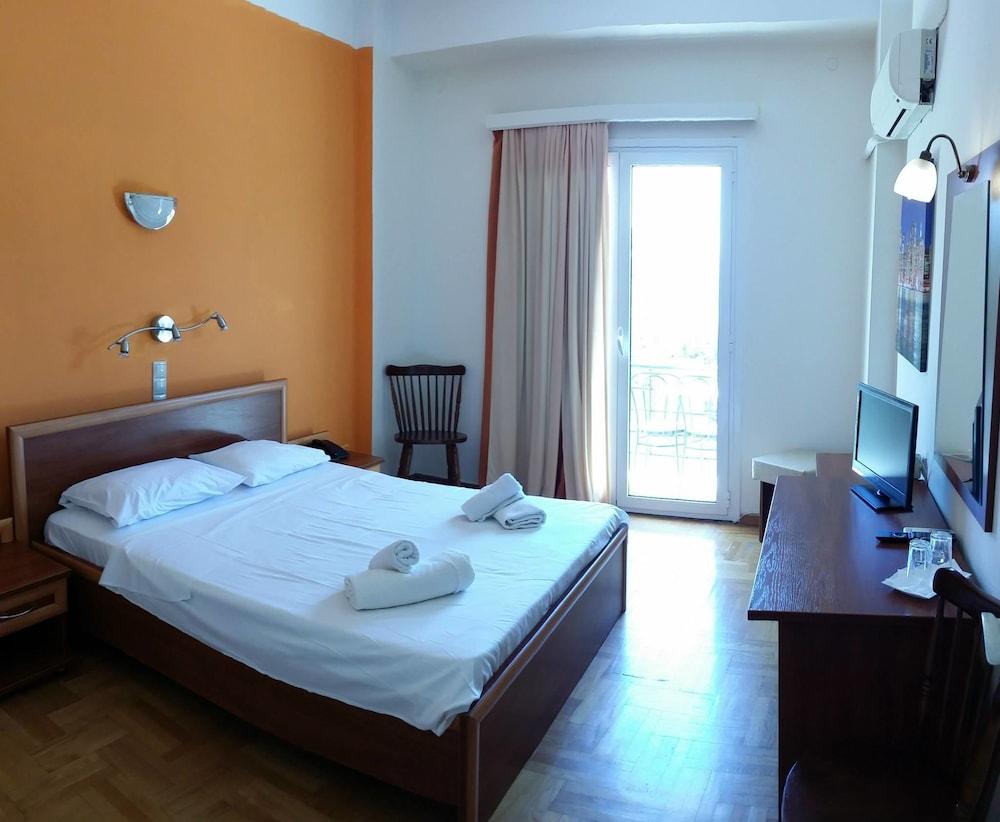 https://i.travelapi.com/hotels/25000000/24910000/24904100/24904021/e00c4344_z.jpg