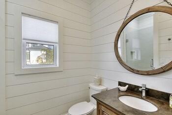 Deja Blue 6 Bedrooms 5 Bathrooms Home