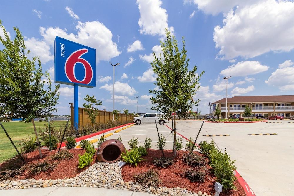 Motel 6 Houston, TX - North