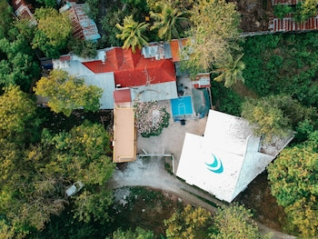 HIDEAWAY DIVE HOSTEL Property Grounds