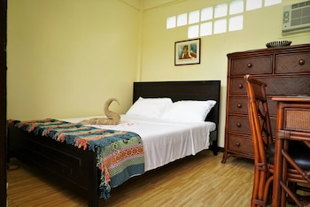 HIDEAWAY DIVE HOSTEL Featured Image