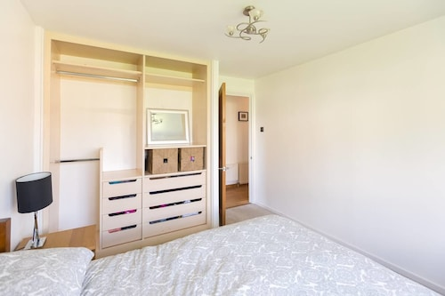 2 Bedroom Spacious Home by Finsbury Park! 4 Guests, London