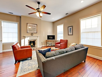 Historic Downtown Charm 3 Bedroom Townhouse