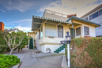 551 and 547 W 36th St Apartment 3 Bedrooms 2 Bathrooms Apts