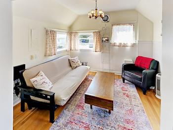 315 W Crockett St Home 3 Bedrooms 2 Bathrooms Home