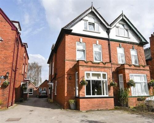 Hollies Guest House, York