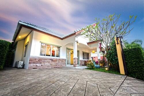 Baan Jing Jai HuaHin Pool Villa, Hua Hin