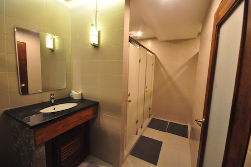 Hive Hostel - Adults Only, Chanthabuly