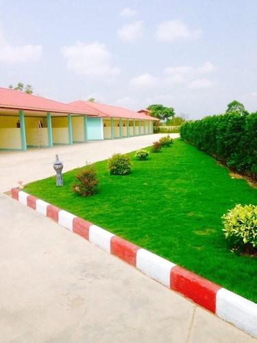 Nadeetawee Resort, Kabin Buri
