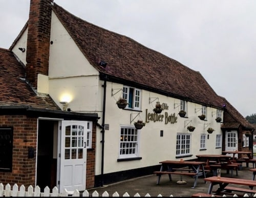 THE OLDE LEATHER BOTTLE, Hertfordshire