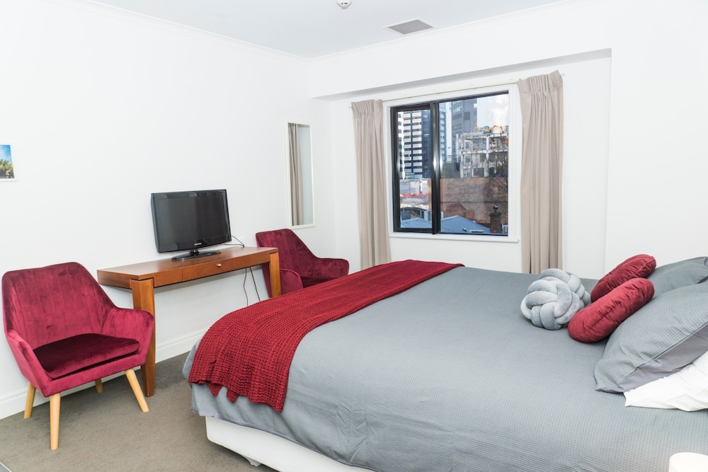 King Bed in Auckland CBD with Pool & Gym