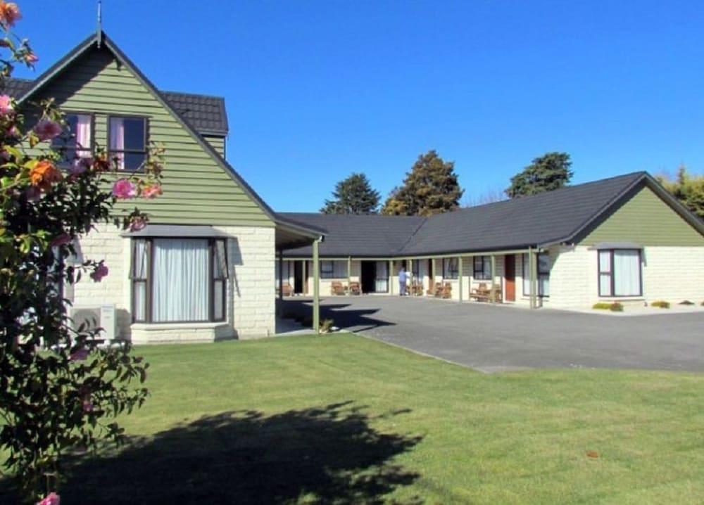 Academy Lodge Motel